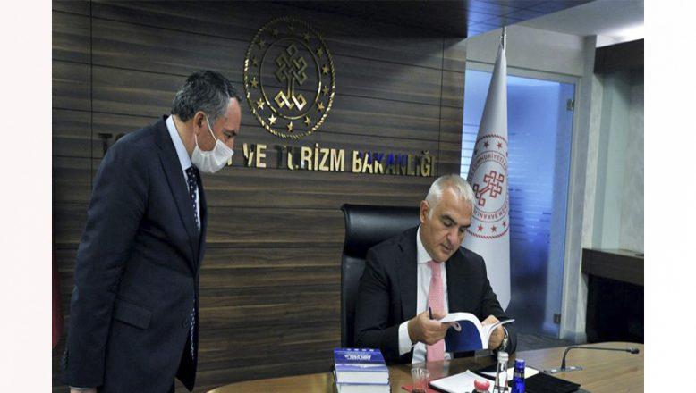 AİÇÜ Rektörü Karabulut'tan,Turizm Bakanı Ersoy'a iki değerli armağan