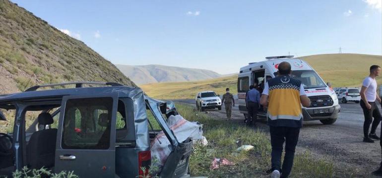 Ağrı'da trafik kazasında aynı aileden beş kişi yaralandı