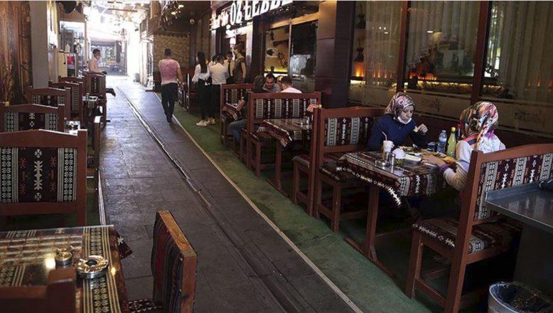 Lokanta, kafe ve kıraathanelere uygulanan çalışma saatleri kısıtlaması kaldırıldı