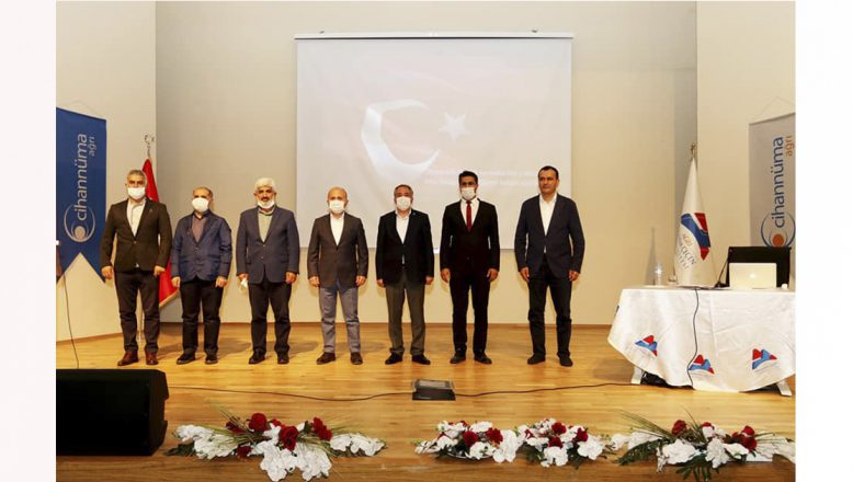 """AİÇÜ'de""""21. Yüzyılda Dünyada ve Türkiye'de Yaşanan Gelişmeler"""" konferansı gerçekleştirildi"""