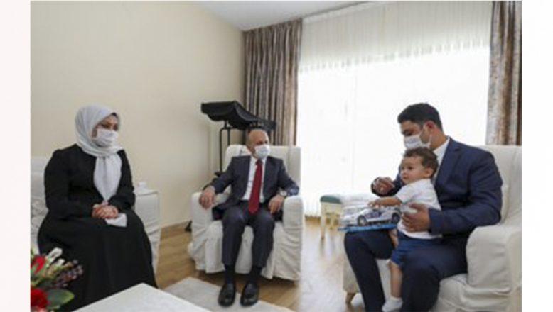 Ağrı Valisi Varol, 15 Temmuz Gazisi Polis Memuru Murat Cantürk'ü Ziyaret Etti