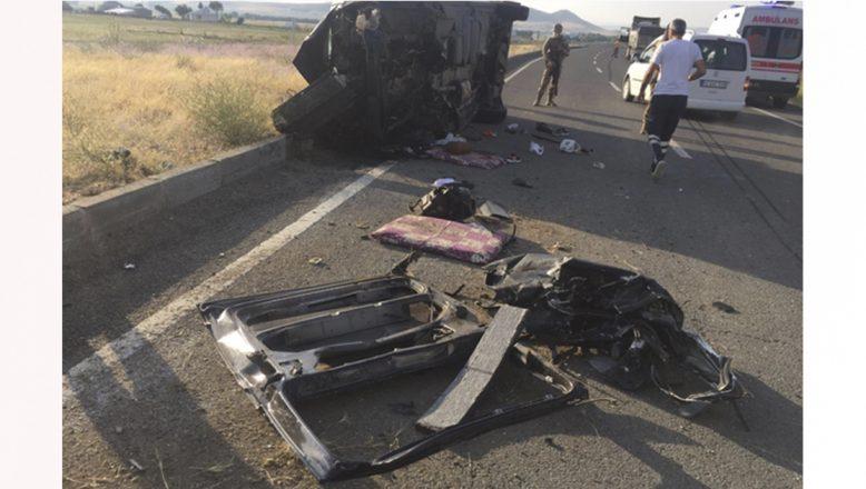 Ağrı'da trafik kazası, aynı aileden 3 kişi hayatını kaybetti