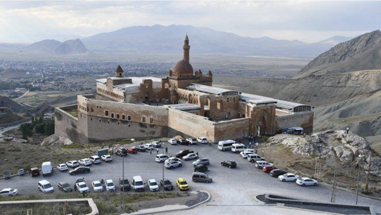 AĞRI'nın Tarihi İshak Paşa Sarayı'na Kurban Bayramı'nda Yoğun Ziyaretçi Akını
