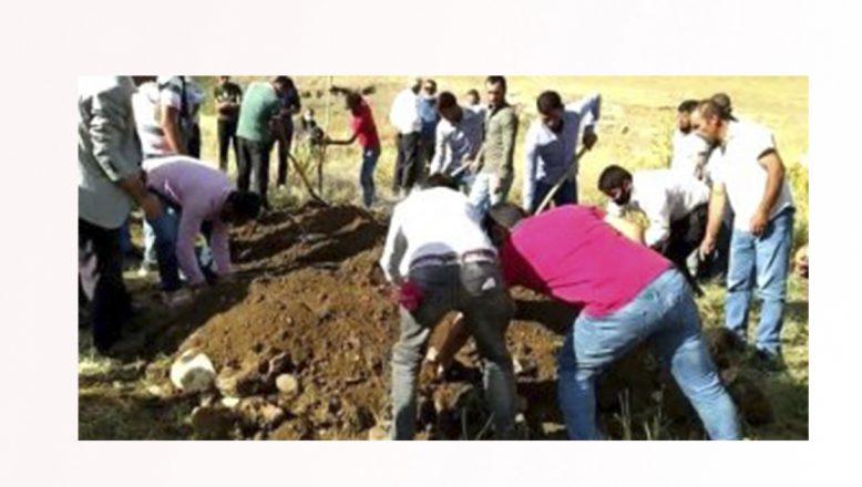 Tutak'ta Trafik Kazasında Hayatını Kaybeden Gelin Ağıtlarla Toprağa Verildi