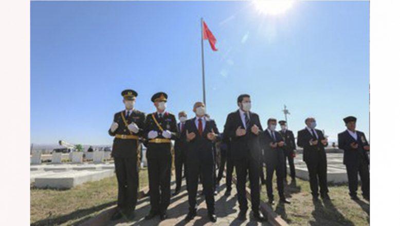Vali Varol, 30 Ağustos Zafer Bayramı Dolayısıyla Askeri Şehitliği Ziyaret Etti