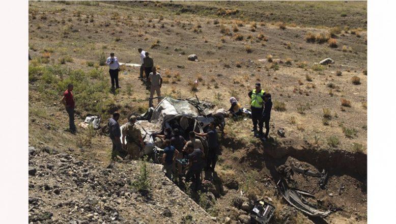 Doğubayazıt'ta trafik kazası: 3 ölü, 2 yaralı