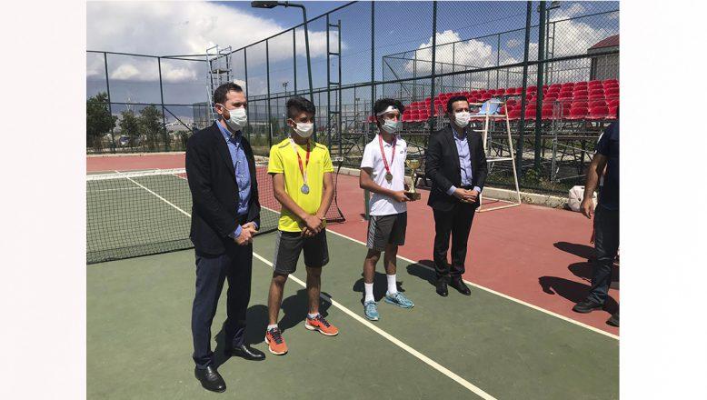 Ağrı'lı Tenisçilerden 3 Madalya