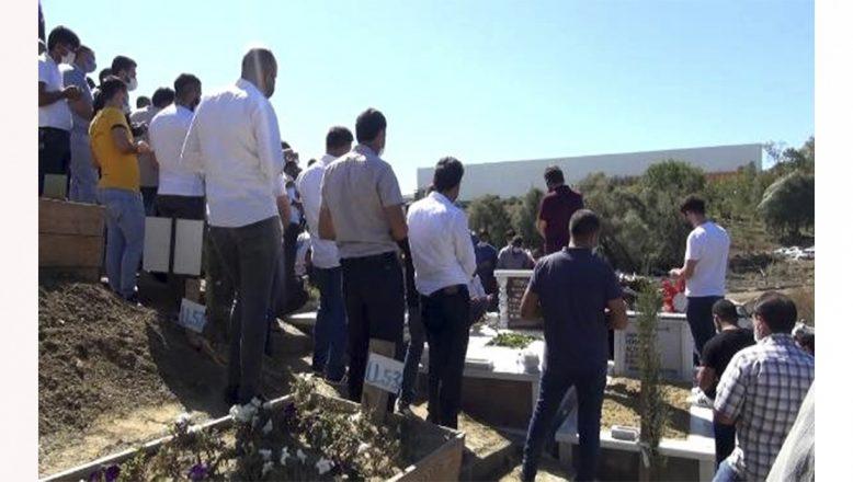 Esenyurt'ta silahlı saldırıda hayatını kaybeden Ağrı'lı taksiciler gözyaşları arasında toprağa verildi
