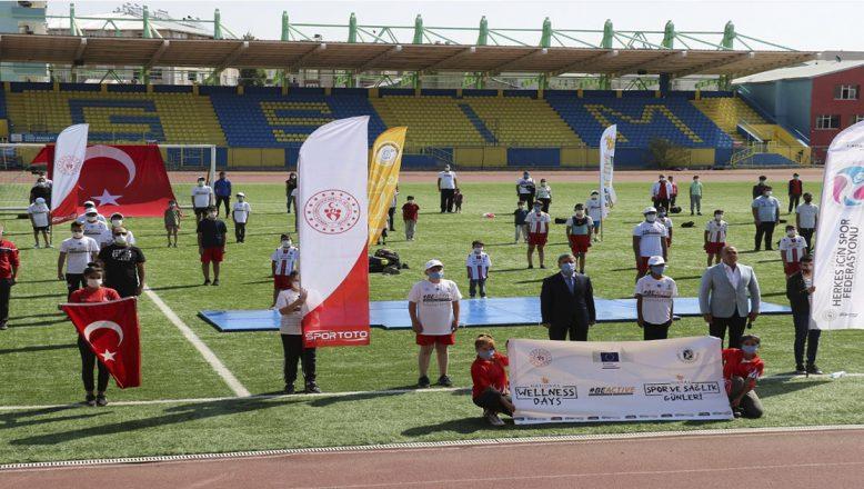 Ağrı'da Avrupa Spor Haftası Etkinlikleri Şehir Stadyumunda yapılan açılış töreni ile başladı