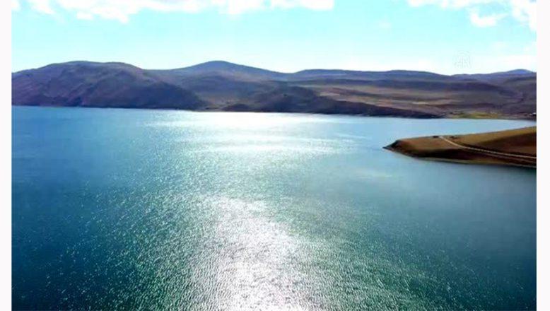 Balık Gölü Doğal Güzellikleri Nedeniyle Ziyaretçi Akınına Uğruyor