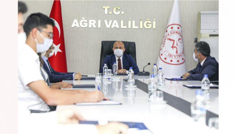 Vali Varol, Gençlik ve Spor İl Müdürlüğünün Projelerinin Değerlendirildiği Çalışma Grubu Toplantısına Katıldı