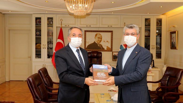 Rektör Prof. Dr. KARABULUT Başkonsolos Dr. SOLTANZADEH'i misafir etti