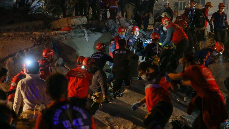 Erzurum, Erzincan ve Ağrı'dan 40 kişilik AFAD ekibi deprem bölgesi İzmir'e gönderildi