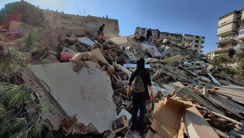 İzmir'de meydana gelen 7 büyüklüğünde depremde 4 can kaybı 120 kişi yaralandı
