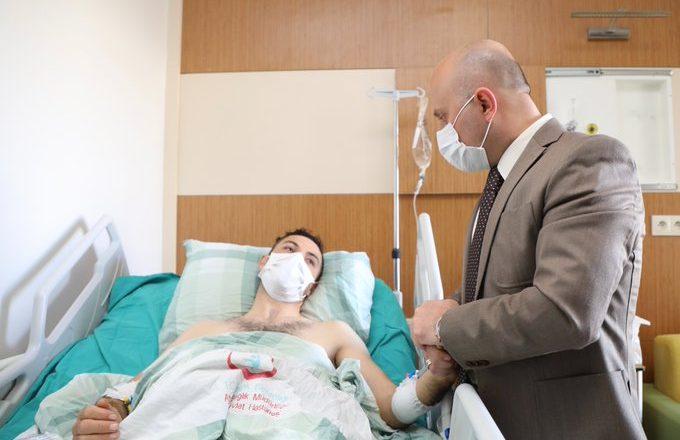 Vali Varol, Uzman Çavuş Mehmet Sezgin'i Tedavi Gördüğü Hastanede Ziyaret Etti