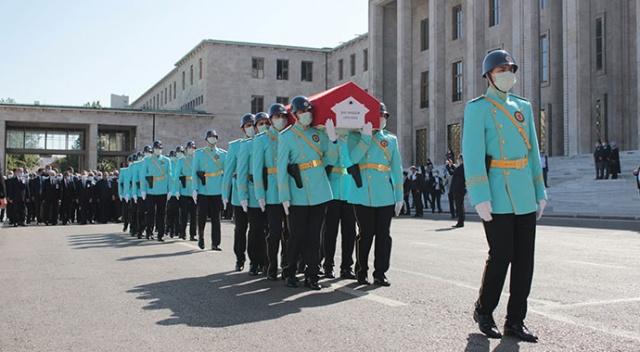 Ak Partili eski BakanErgezen devlet töreni ile son yolculuğuna uğurlandı