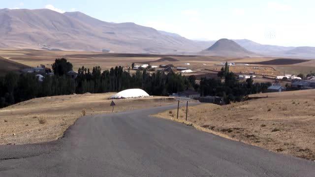 Kızılay gönüllüleri Ağrı'da köy okullarını boyamak için çalışma başlattı