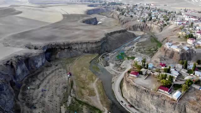 Murat Kanyonu Sonbaharda doğal güzellikleriyle  büyülüyor