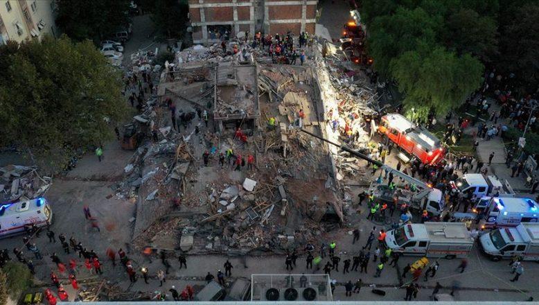 İzmir'de depremde hayatını kaybedenlerin ve yaralıların sayıları artıyor