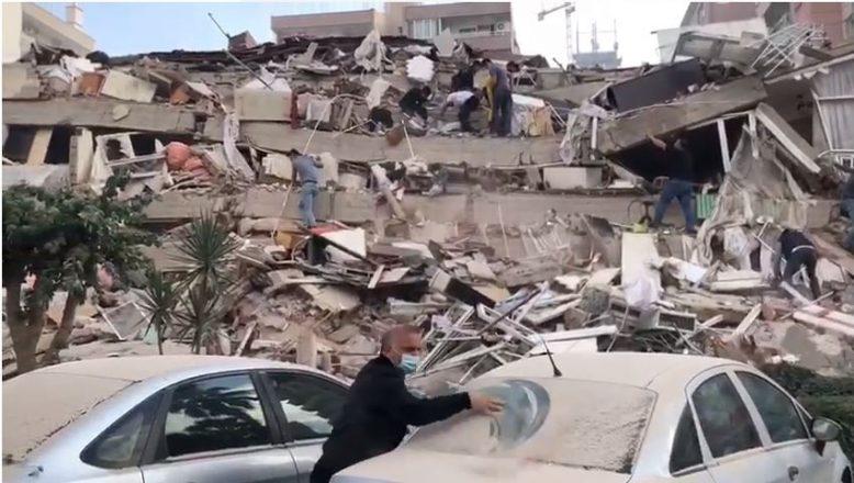 İzmir'de 7 Büyüklüğünde Depremde Çok Sayıda Bina Yıkıldı