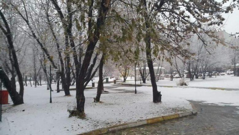 Ağrı'ya kışın ilk karı düştü