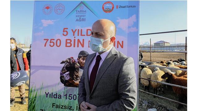 """Vali Varol """"5 Yılda 750 Bin Koyun""""Projesi,Çiftçinin Koyunlarını Tedarik Etme Programına Katıldı"""
