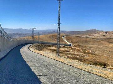 """Bakan Soylu: """"Ağrı-İran sınırında 81 kilometrelik Güvenlik Duvarı Projesi sona erdi."""""""