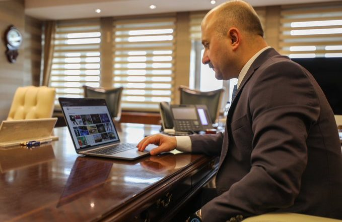 Vali Varol, Anadolu Ajansının Yılın Fotoğrafları Oylamasına Katıldı