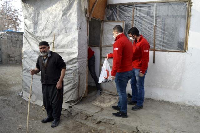 Ağrı Kızılay Gönüllüleri İhtiyaç Sahiplerini Yalnız Bırakmıyor