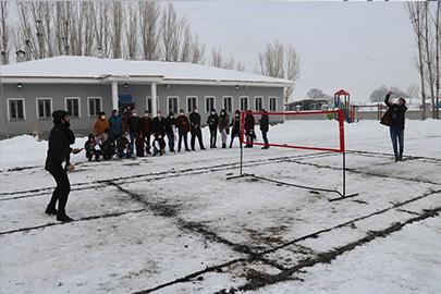 """Ağrı'da """"Köy Halk Badminton"""" Projesi"""