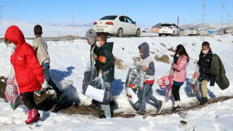 İstanbul'dan, Ağrı'daki Çocuklara Yardım Eli