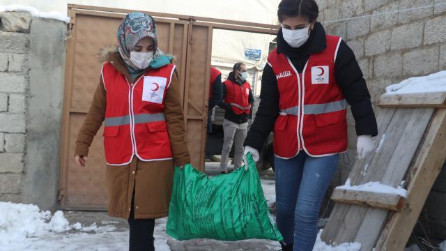 Ağrı'da Kızılay Ekiplerinden Kömür Yardımı