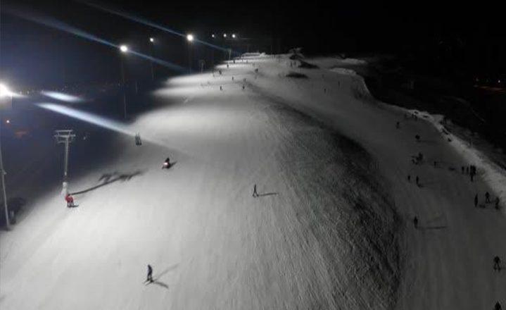 Ağrı Küpkıran Kayak Merkezi geceleri de kayak keyfi sunuyor