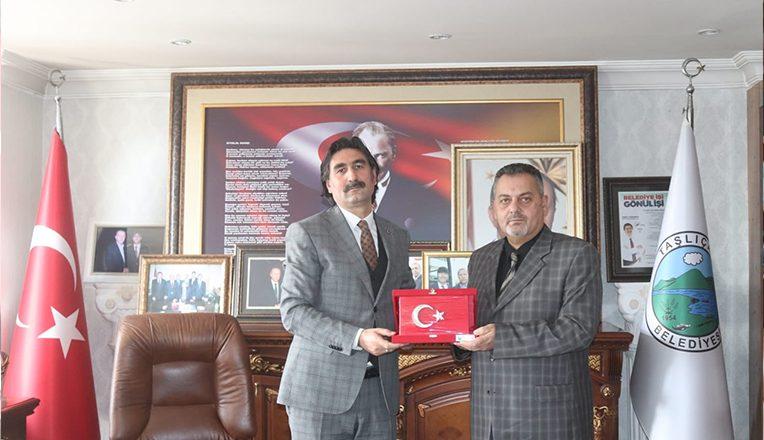 Taşlıçay Belediye Başkanı Taşdemir'den, OGC'ye Plaket
