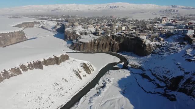 Ağrı'da Murat Kanyonu Görenleri Büyülüyor