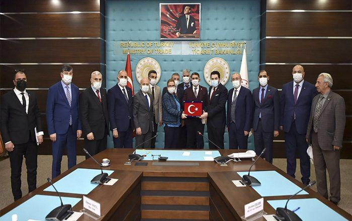 Ağrı Heyeti Ticaret Bakanı Ruhsar Pekcan'ı Ziyaret Etti