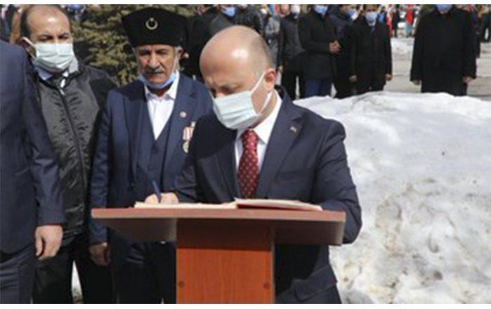 Ağrı'da 18 Mart Çanakkale Zaferi Nedeniyle Atatürk Anıtı'na Çelenk Bırakıldı