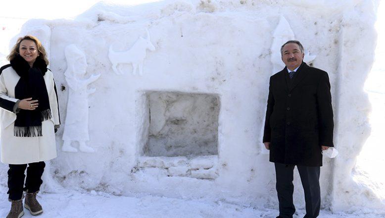 AİÇÜ Akademisyenlerinin Yaptığı Kar ve Buzdan Eserler Büyük Beğeni Topladı