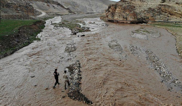 Ağrı'da Murat Nehri'ne düşüp akıntıya kapılan çocuk kayboldu