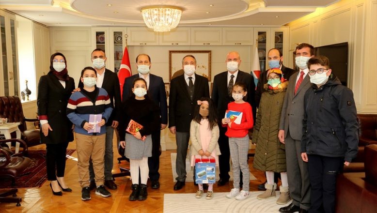 AİÇÜ Rektörü Prof. Dr. KARABULUT En Çok Kitap Okuyanlara Ödüllerini Verdi