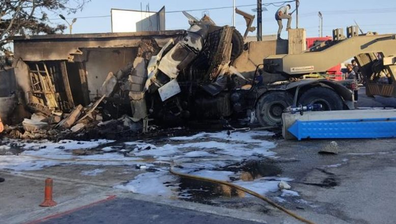 Hatay'da askeri araç fabrika duvarına çarptı: 2 asker şehit oldu