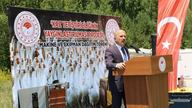 Ağrı'da Kaz Yetiştiriciliği Proje Kapsamında Yapılan Törenle Çiftçilere  Makine ve Ekipmanları Teslim Edildi
