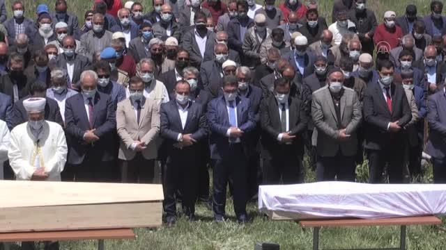 Sivas'ta trafik kazasında hayatını kaybeden 4 kişi Eleşkirt'te toprağa verildi