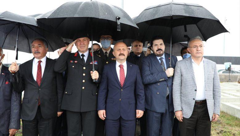 Vali Dr. Osman Varol, Şehitliği Ziyaret Etti