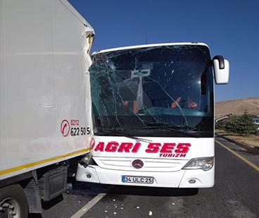 Ağrı Yolcu Otobüsü Kaza Yaptı Çok Sayıda Yaralı Var