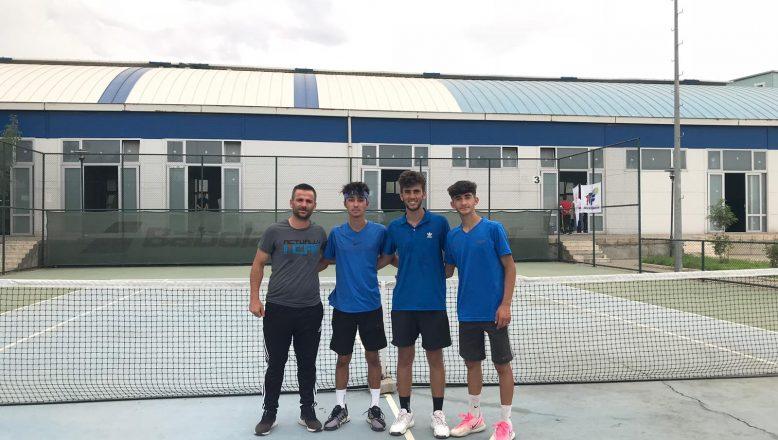 Ağrılı Genç Tenisçiler Türkiye Şampiyonu Oldular