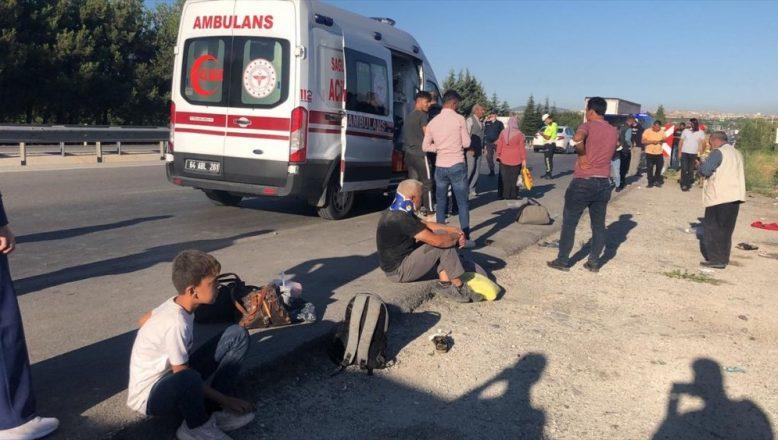 Ağrı Yolcu Otobüsü Şarampole Devrildi 30 Kişi Yaralandı