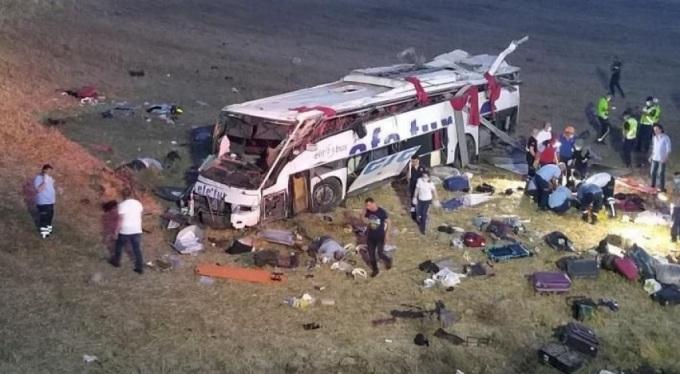 Kaza değil sanki katliam, 15 kişi hayatını kaybetti 18 kişi yaralandı