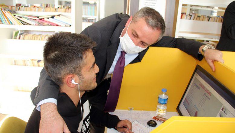 Ağrı İl Milli Eğitim Müdürü Hasan Kökrek, Taşlıçay ve Diyadin ilçelerindeki okulları ziyaret etti