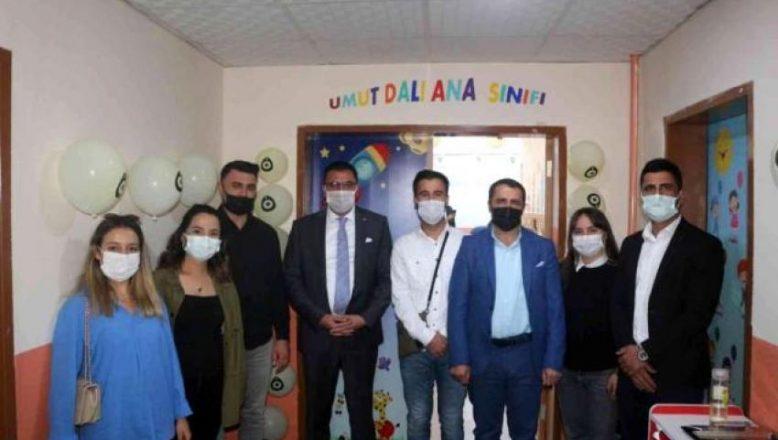 """""""Umut Dalı"""" projesi gönüllüleri Çetenli Köyü Anasınıfı'nda restorasyon yaptı"""